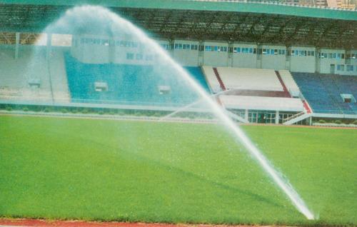 足球场自动喷灌工程实景-东莞市阳光高尔夫园林公司图片