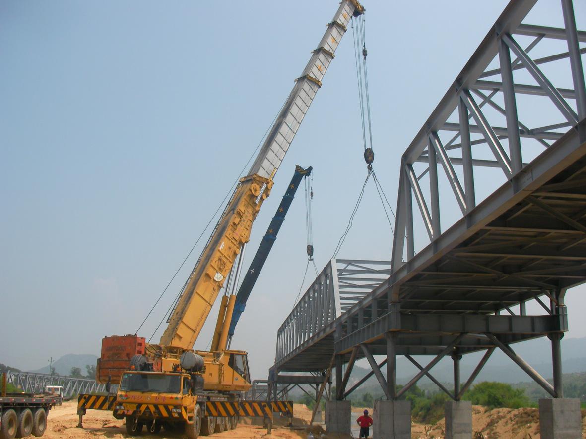 钢结构吊装现场